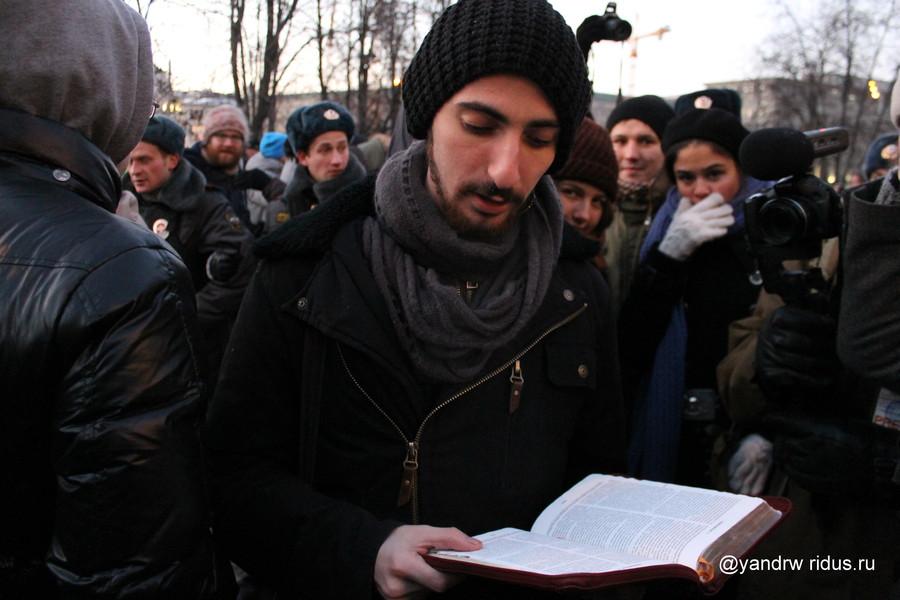 Энтео и его соратники на массовой акции