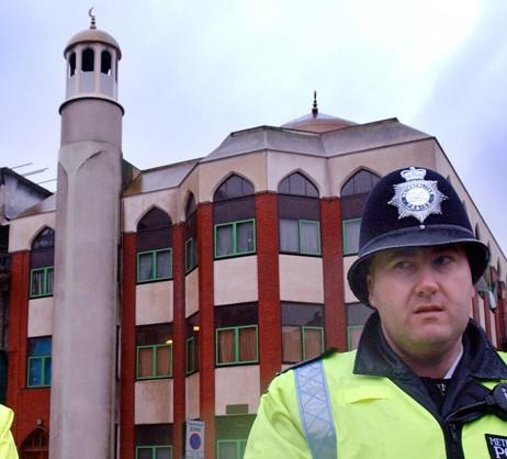 Лондонские мечети завалены письмами с карикатурами