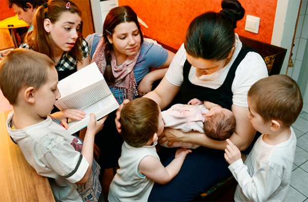 Многодетных мам обеспечат бесплатной юридической помощью