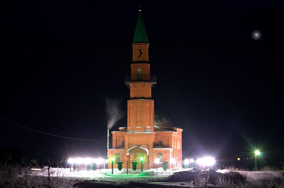 Мечеть, вид ночью