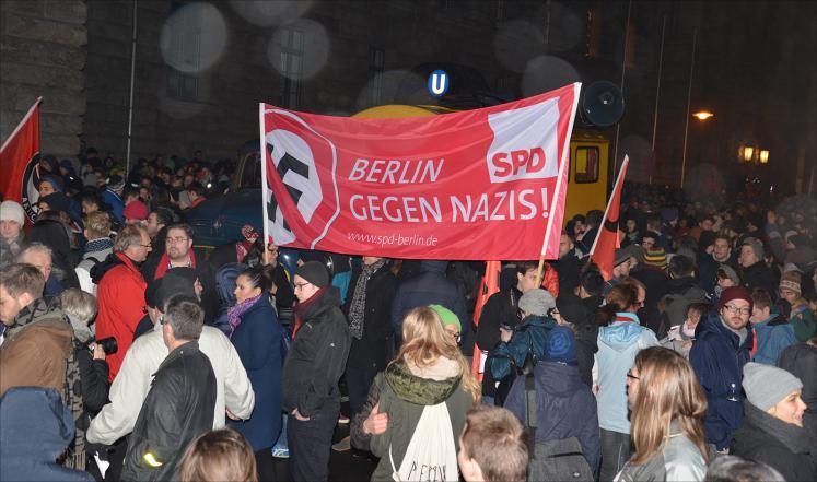 В Германии прошли многотысячные демонстрации против исламофобов
