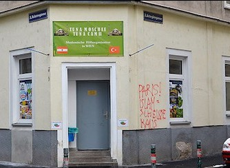 Неизвестные исписали нецензурными словами венскую мечеть