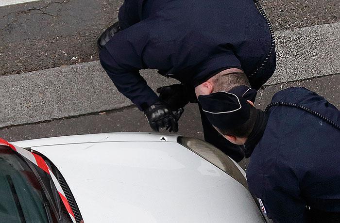 Налетчиков на редакцию Charlie Hebdo подвела рассеянность: они забыли документы в машине