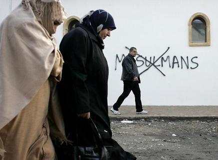 Мусульмане Франции: «Не дадим варварам настроить людей против нас»