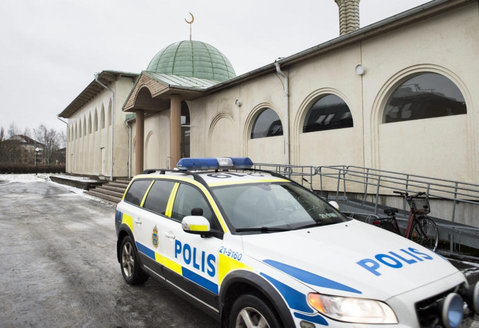 Третью за неделю мечеть подожгли в Швеции