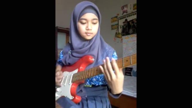 15-летняя гитаристка