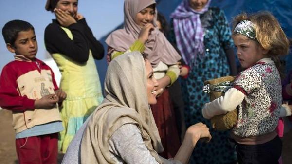 Голливудская звезда усыновила сирийского ребенка