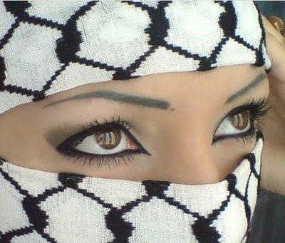 Исламские ученые напомнили о запретности тату и выщипывания бровей
