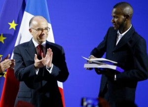 Герою-мусульманину вручили французский паспорт