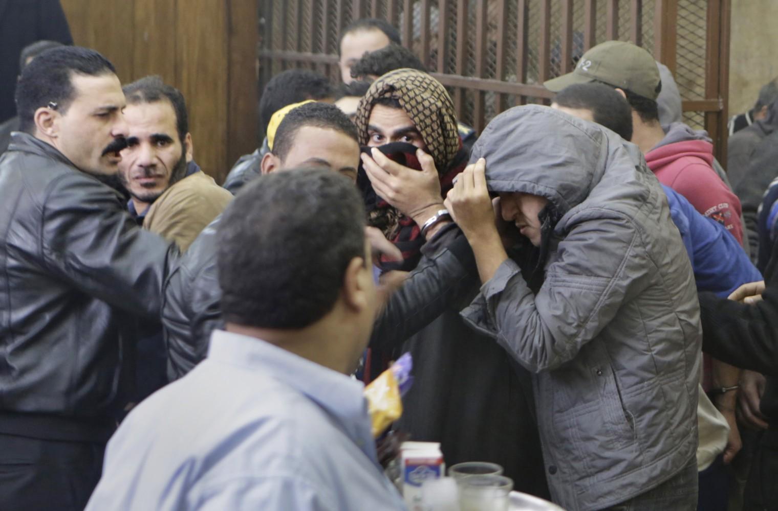 Понять и простить: В Египте оправдали участников гей-оргии в бане
