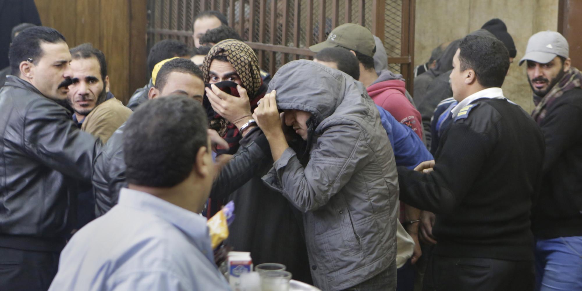 Участники заседания прятали свои лица (AP Photo/Amr Nabil)