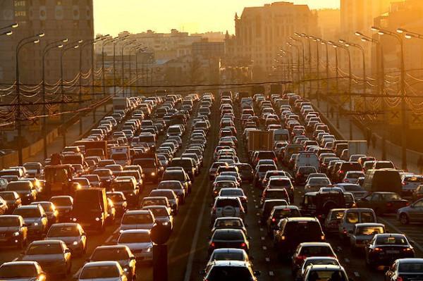 В Москве сузят дороги ради платной парковки