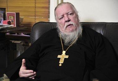 Российский священник назвал провокацией карикатуры на Пророка