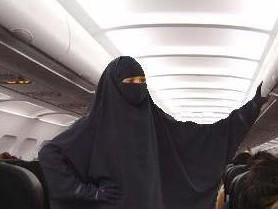 Саудовские авиалинии оградят мусульманок от незнакомцев
