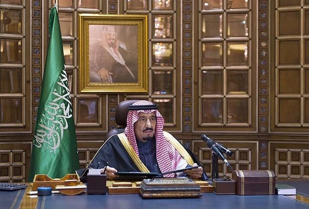 Король Саудовской Аравии раздал гражданам 30 миллиардов долларов