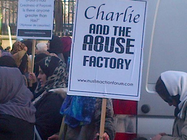 Лондонцы провели пикет против «Шарли и кощунственной фабрики»