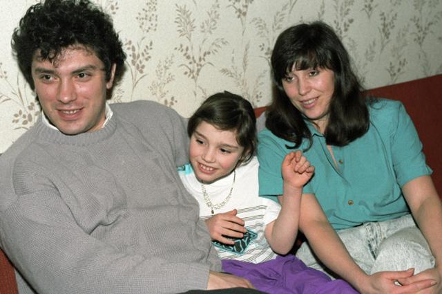 Губернатор Нижнего Новгорода Борис Немцов с женой и дочерью