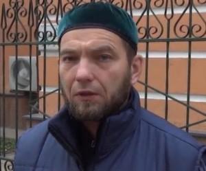 Молившегося шефа охраны Исторической мечети Москвы избивали на глазах у посетителей ТЦ