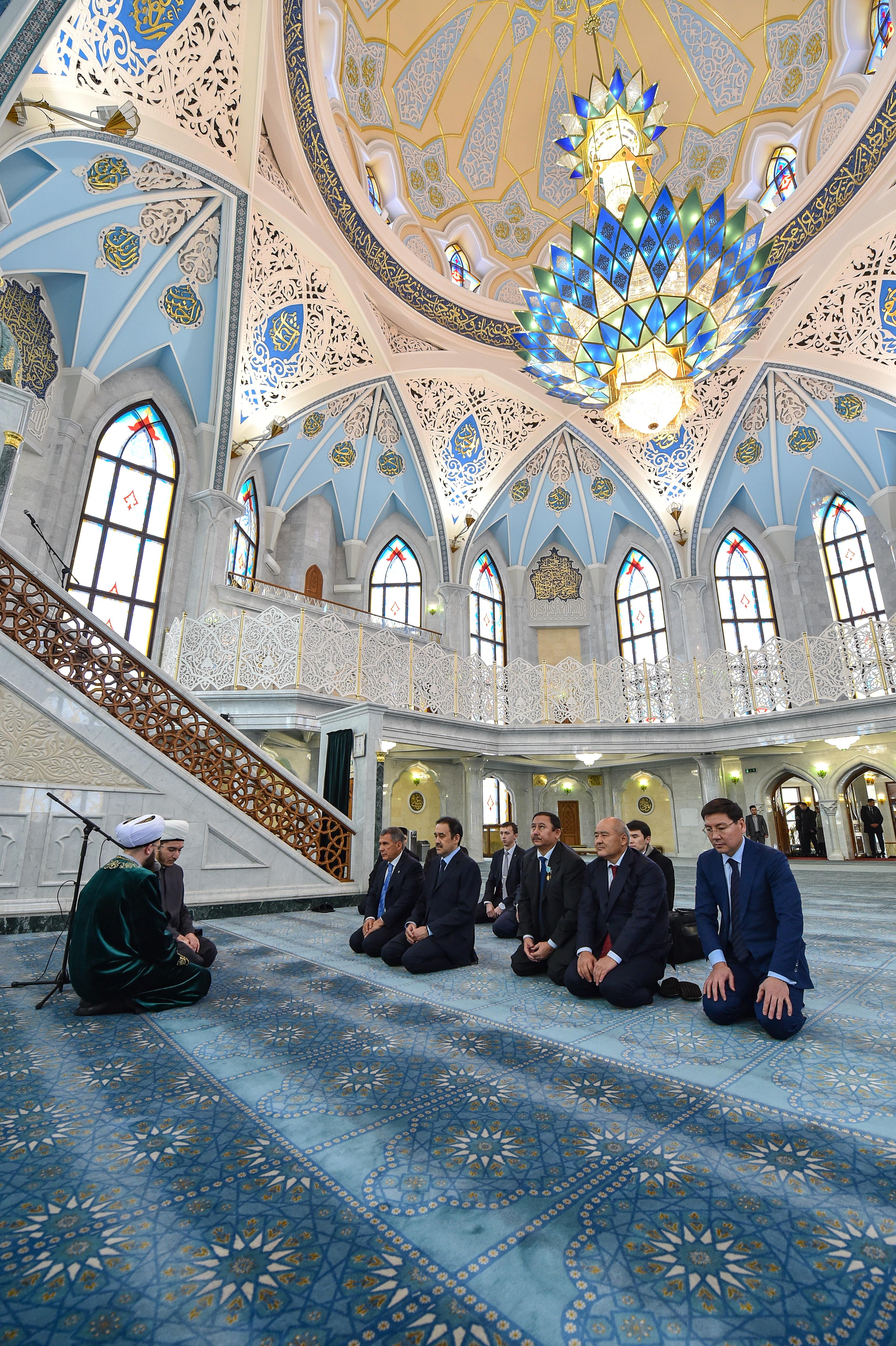 Премьер в мечети, Фото: пресс-служба Президента РТ