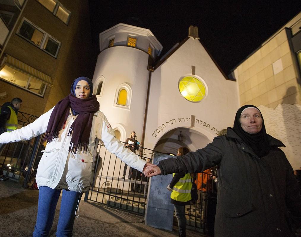 Мусульмане обеспечили безопасный шабат для иудеев (ФОТО)