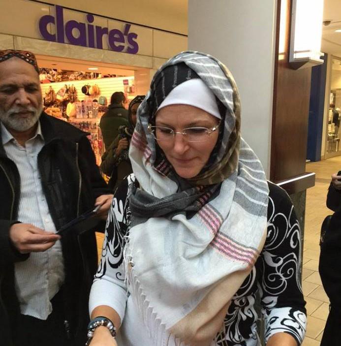 Мэр-христианка провела день в хиджабе
