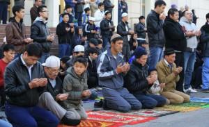 Власти Казахстана осудили школьников за джума-намаза во время уроков