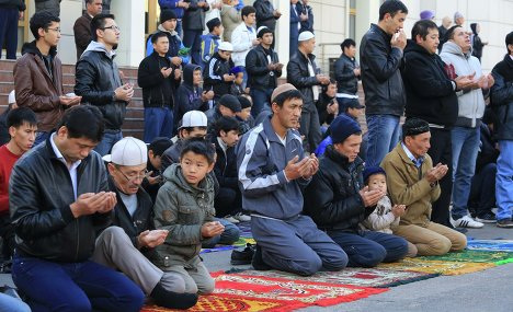 Пятничная молитва в одной из мечетей Казахстана (Фото: baursak.kz)