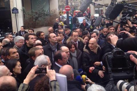 Первым приехал на место преступления президент Франции Ф. Олланд
