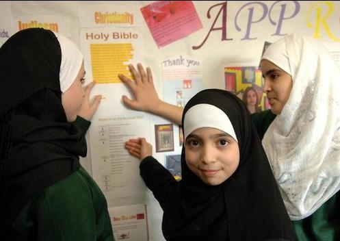 Численность школьников-мусульман в Британии удвоилась