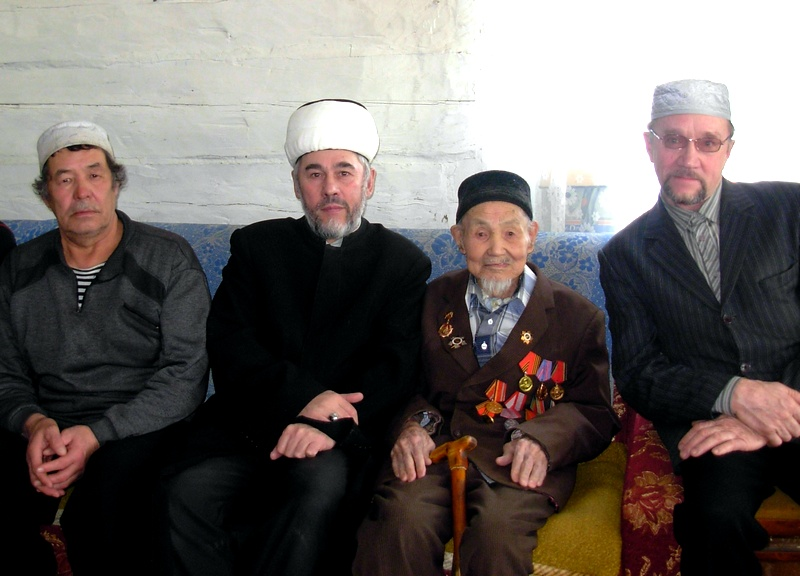 Муфтий с ветераном Айтбаковым и руководством местной мусульманской организации