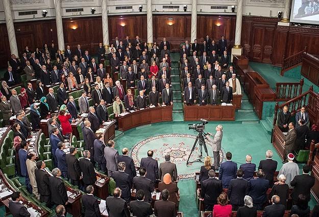 В Тунисе демократия в действии – большинство женщин-парламентариев в хиджабе