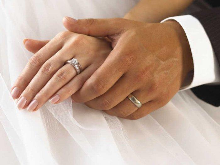 Кризис сподвиг москвичей жениться чаще, но скромнее