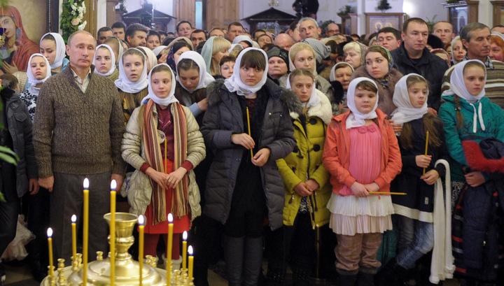 Президент России во время рождественской службы в одной из сельских церквей Воронежской области