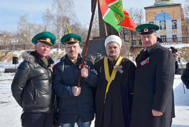 Муфтий Урала совершил автопробег под зелено-красными знаменами