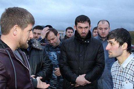 Встреча Рамзана Кадырова со сдавшимся боевиком Зелимханом Магомадовым (Фото: страница главы ЧР в соцсети)