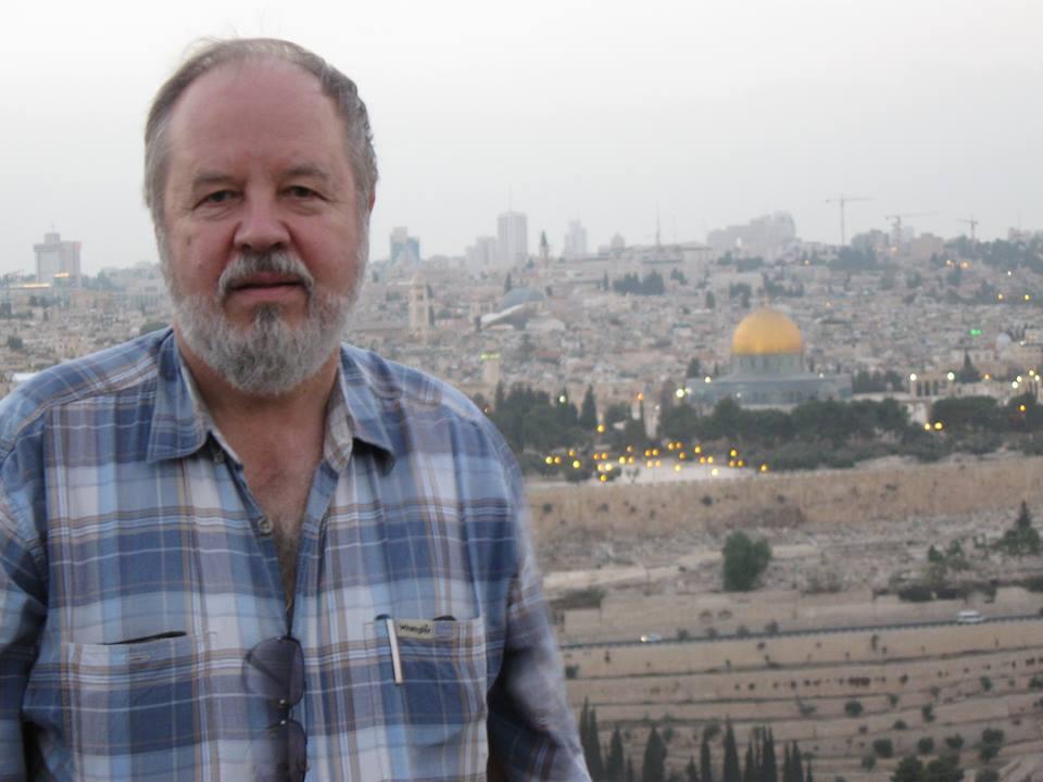 Петр Мартынцев на фоне Иерусалима (Фото с его страницы в соцсети)