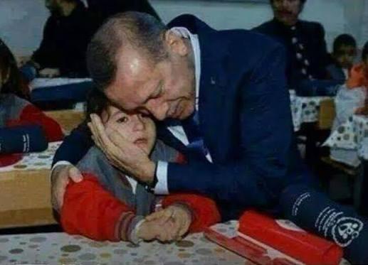 Реджеп Тайип Эрдоган с мальчиком-сиротой