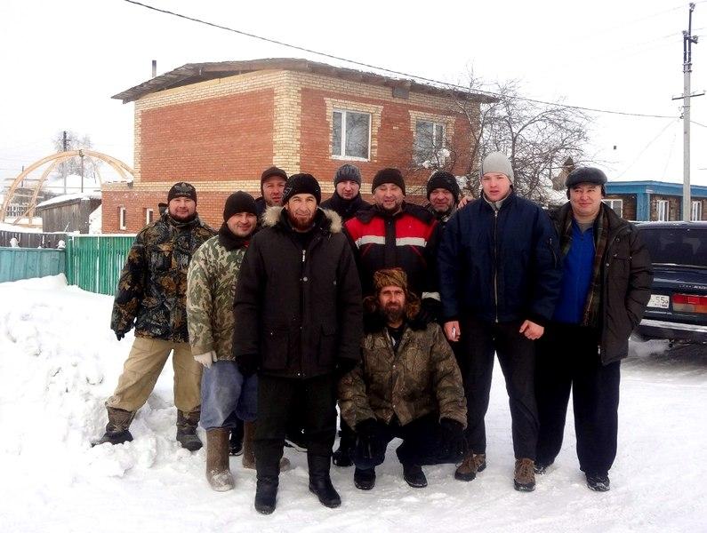 Фото на память перед демонтажом временной крыши (на заднем плане)
