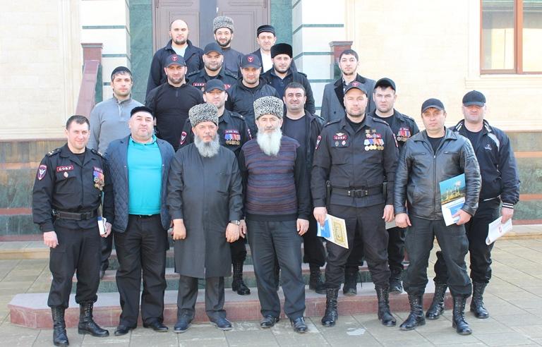 Чеченский СОБР в пятигорской мечети. Фото: ДУМ СК