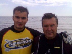 Экс-президент Украины с сыном Виктором