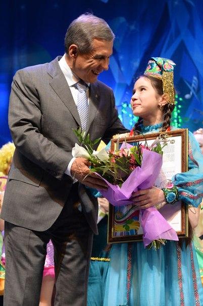 Президент Татарстана с юной певицей Саидой Мухаметзяновой