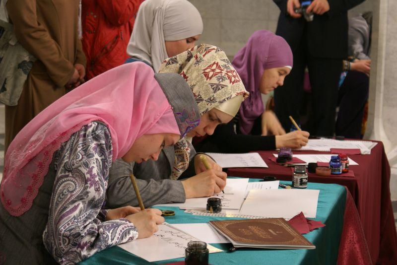 Занятие по арабской каллиграфии