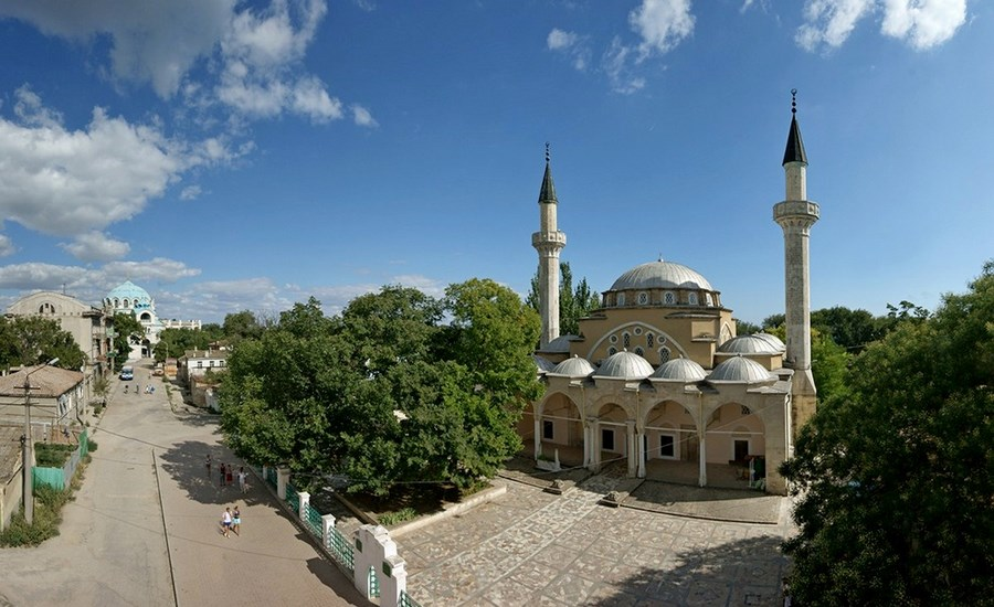 Хан-Джами - самая большая мечеть Крыма