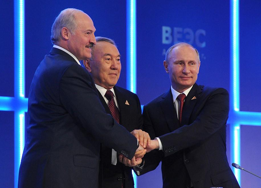 Владимир Путин предложил Белоруссии и Казахстану валютный союз