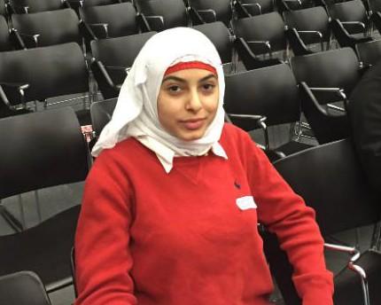 Мусульманка в хиджабе мечтает о брандспойте