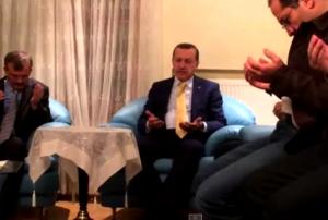 Эрдоган красиво читает Коран за погибшего прокурора (ВИДЕО)