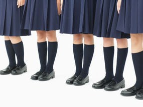 Католическая школа обязала мусульманок задрать юбки