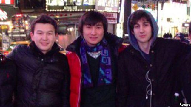 Слева направо: Азамат Тажаяков, Диас Кадырбаев и Джохар Царнаев