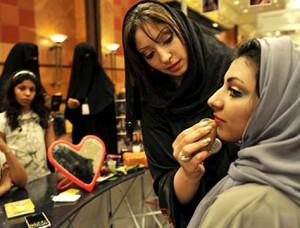 Саудовские женщины впереди планеты всей по тратам на косметику