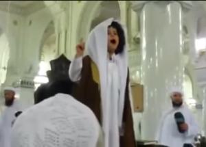 Малолетний имам произвел фурор, выступив с проповедью в мечети Аль-Харам (ВИДЕО)
